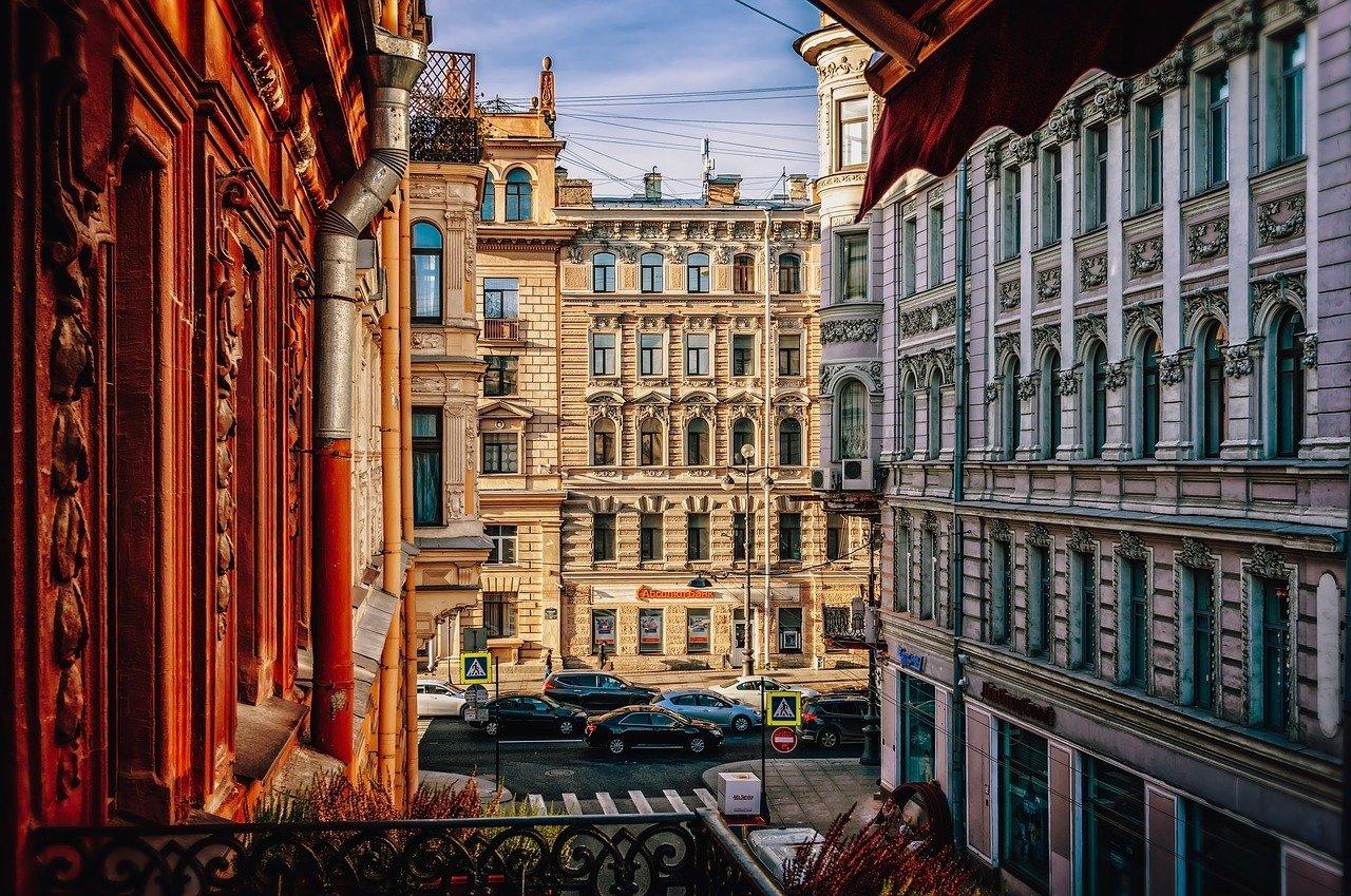 Улица Санкт-Петербурга